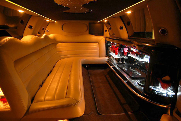 8 Person Lincoln Limo Service Carrollton