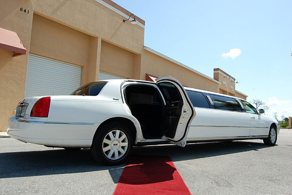 8 Person Lincoln Stretch Limo Carrollton